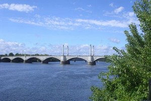 440px-Memorial_Bridge,_Springfield_MA